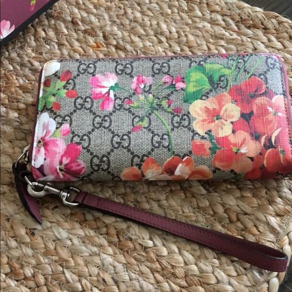 43e8de89948b Gucci Bags | Supreme Monogram Bloom Wrist Antique Rose | Poshmark